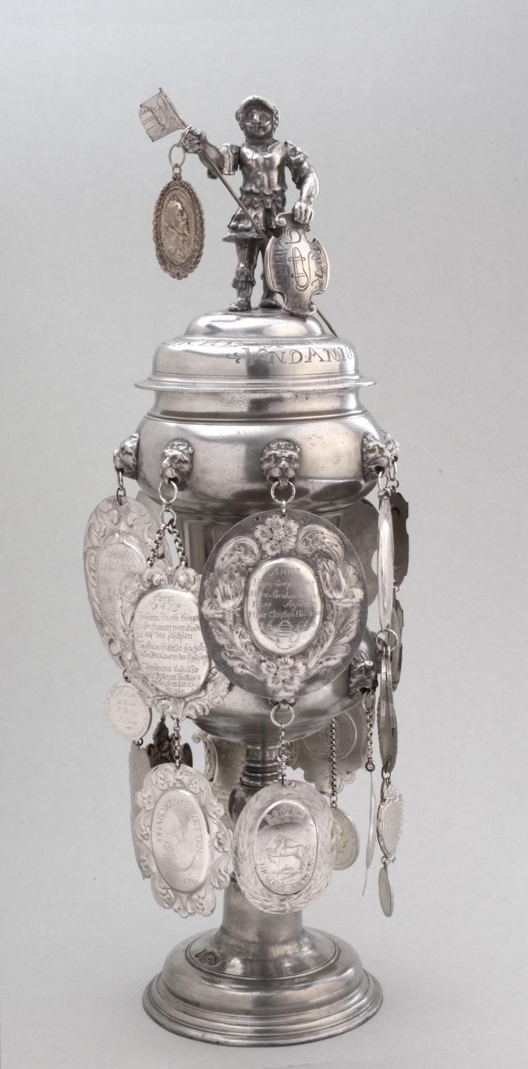Willkomm der Riemerzunft mit Schaumünze Gustav II. Adolf, sogn. Gustav-Adolf-Pokal