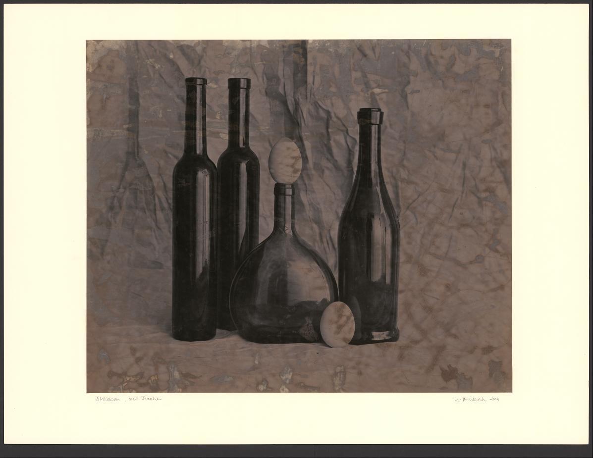 Stillleben, vier Flaschen