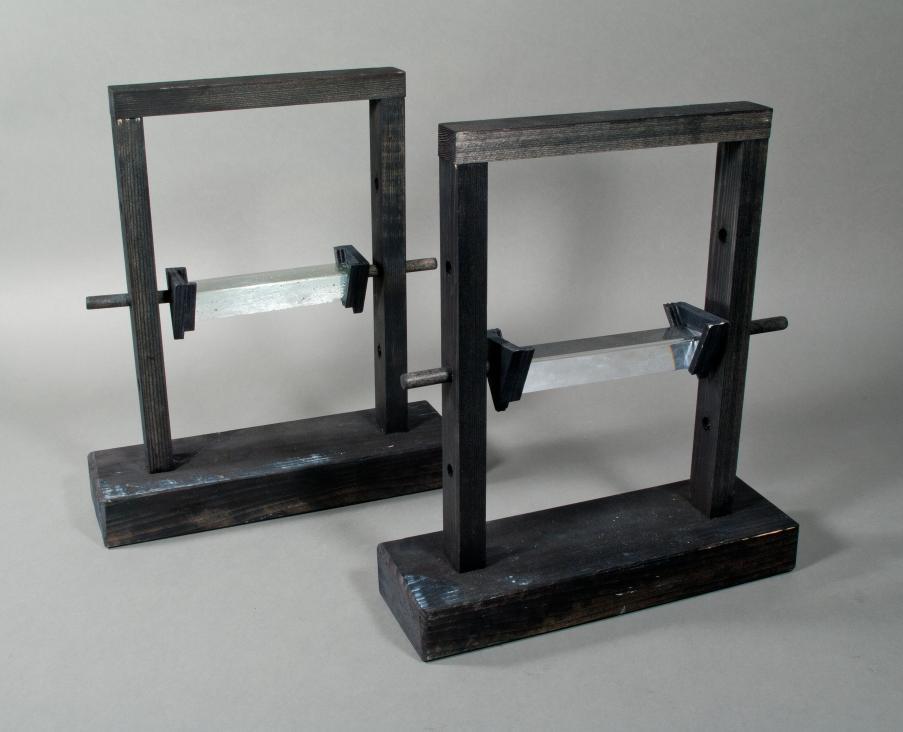 Glasprismen mit Haltevorrichtung (Replik)