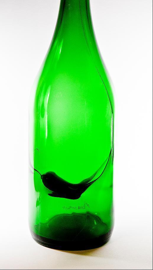 Sonderkeramik aus Glaskeramikscherbe in Recycling-Glas in normalgrüner Weinflasche