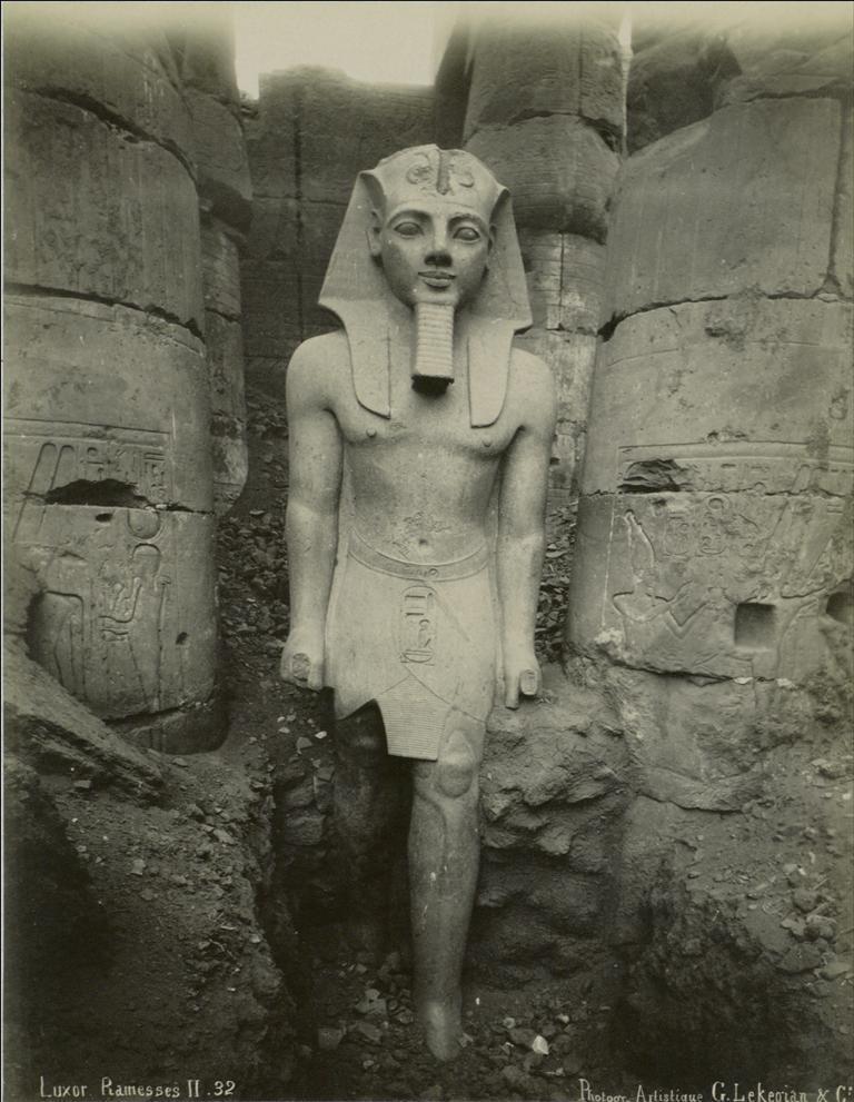 Ägypten, Luxor, Statue Ramses II., vor 1890/G. Lékégian & Co.