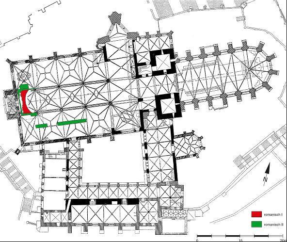 Grundriss des Erfurter Doms. Farbig markiert sind die ergrabenen Fundamente der Vorgängerbauten.