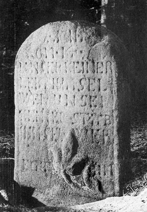 """Schriftzug auf der Ostseite des """"Tote Männer-Steins""""."""