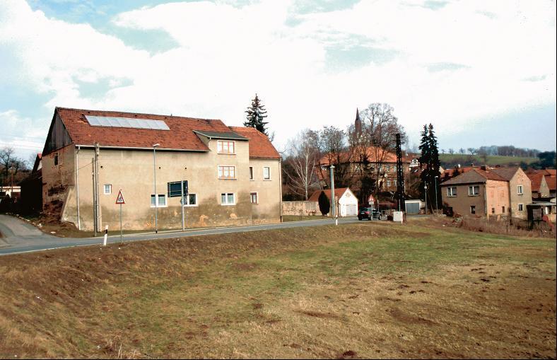 Die Wallanlage von Großsaara liegt auf dem Gelände des ehemaligen Gutes.
