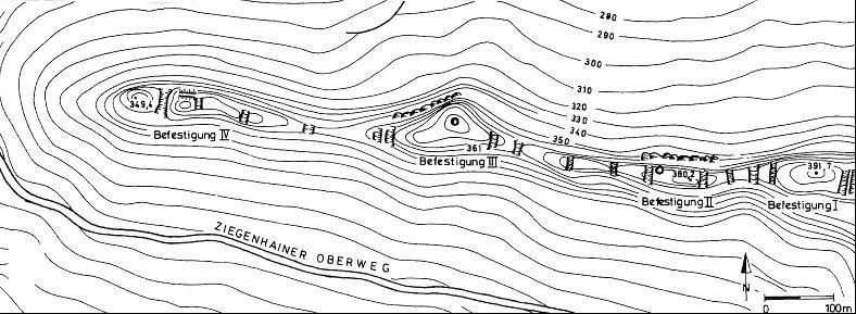 Lageplan der vier Burgen auf dem Hausberg.