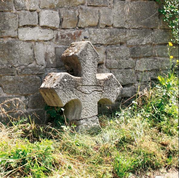 Auf dem gotischen Kreuz an der Liboriuskapelle in Creuzburg ist ein Messer eingeritzt.