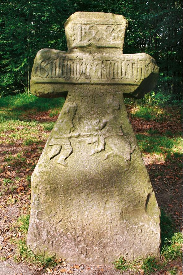 """Das Steindenkmal """"Wilde Sau ist eines der schönsten Steinkreuze Thüringens."""