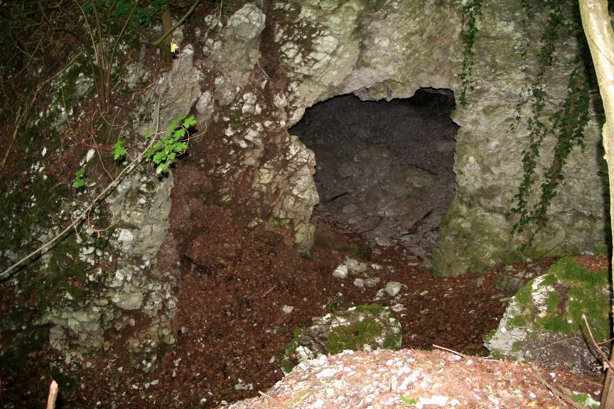 Eingang zu einem der Alabaster-Stollen bei Steinthaleben.