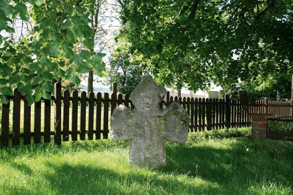 Das Hemlebener Steinkreuz.