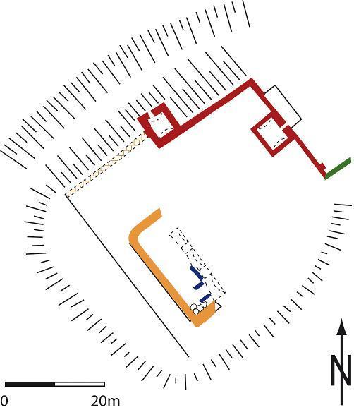 Diese Umrisse der Außenmauern der Wasserburg Artern sind im Pflaster des heutigen Parkplatzes farblich markiert.