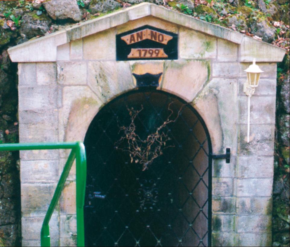 Besuchereingang zur Altensteiner Höhle, der ältesten Schauhöhle in Thüringen.