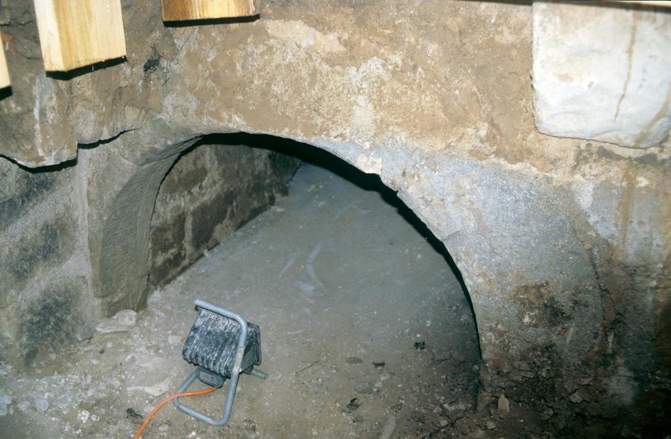 Von der Schnepfenburg in Bad Salzungen sind noch Reste einer Kelleranlage erhalten, die erst im Jahr 2000 entdeckt wurden.