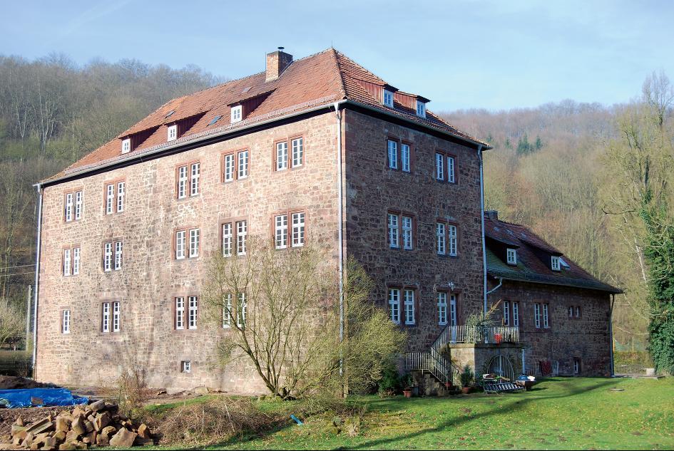 Schloss Feldeck wurde auf einer Wasserburg des Mittelalters erbaut.