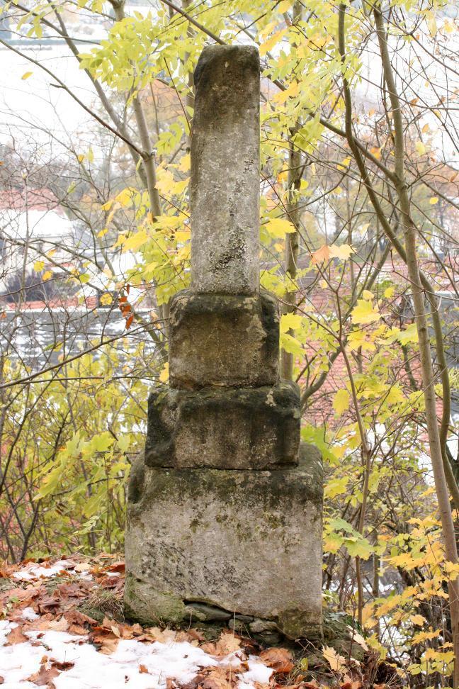 Am Weg von der Burg Ranis in die Altstadt steht diese Gerichtsstein genannte Steinsäule.