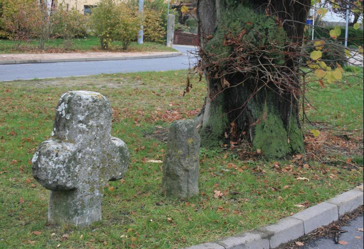 Die beiden Steinkreuze aus Zella.