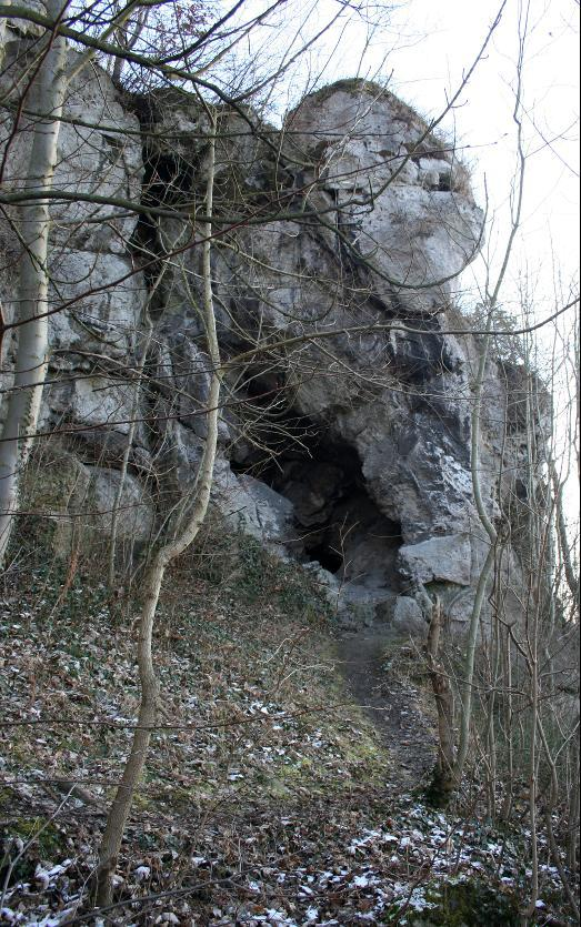 Die sogenannte Bildermollenhöhle am Osthang der Altenburg bei Pößneck.