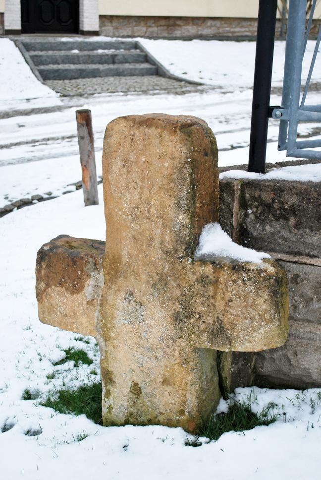 Das Steinkreuz von Wohlsborn wurde als Grenzmarkierung eines Grundstücks verwendet.