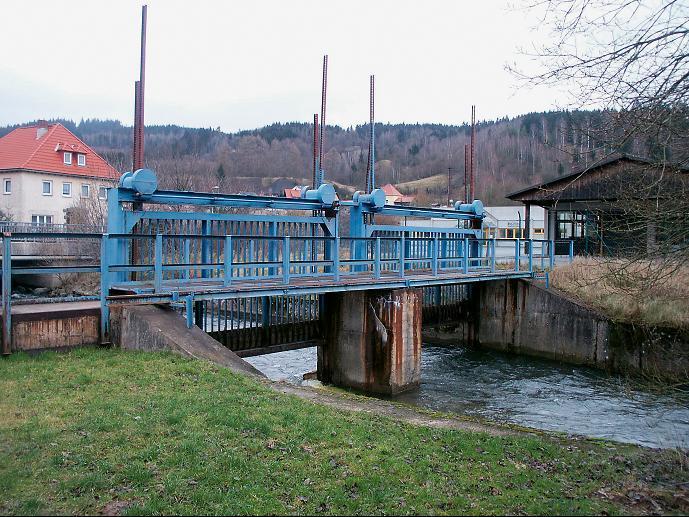 Diese Sperre des Baches Tettau grenzte Heinersdorf während der DDR-Zeit vom benachbarten Bayern ab.
